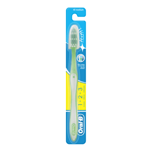 Oral-B 123 Classic Care Medium toothbrush